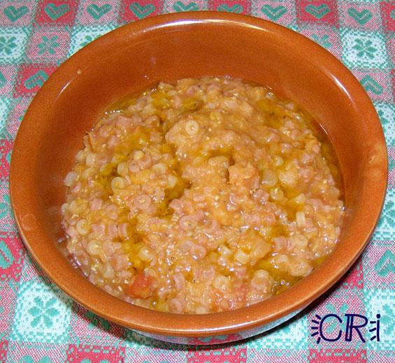 3 4 belle manciate di lenticchie rosse decorticate 3 4 manciate di pasta piccola 1 pomodoro tipo san marzano o 4 5 ciliegini