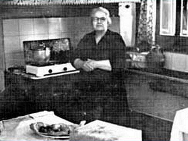 Zia Rosina nella sua cucina