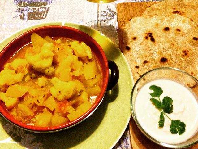 curry di patate e cavolfiore con parathas