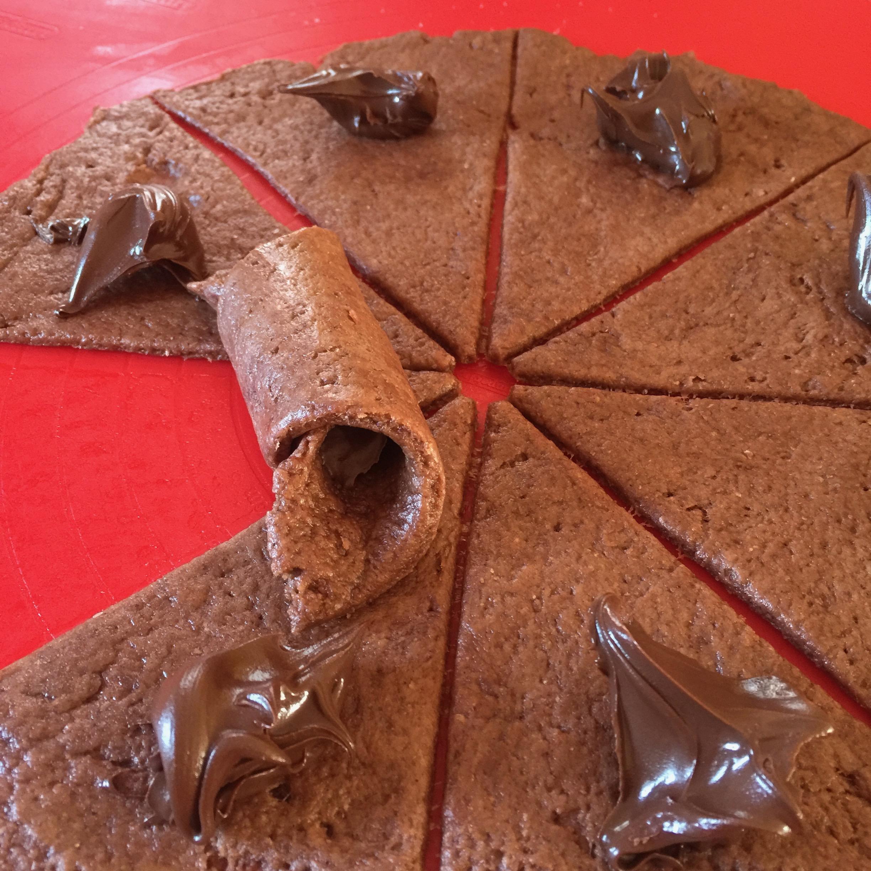 fare l'impasto delle focaccine morbide con una parte di cacao