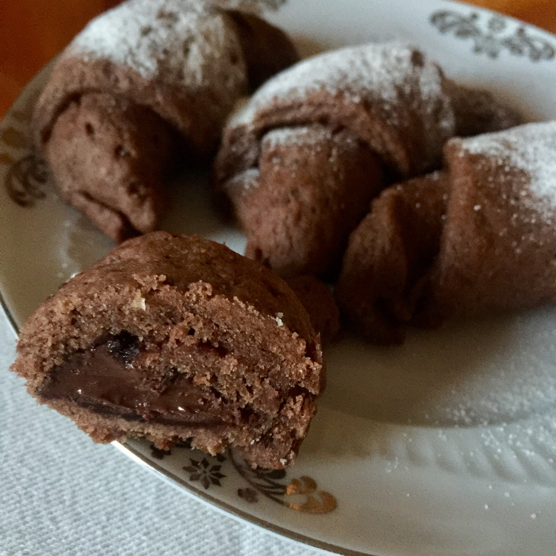 focaccine morbide al cacao con ripieno di crema cacao-nocciole
